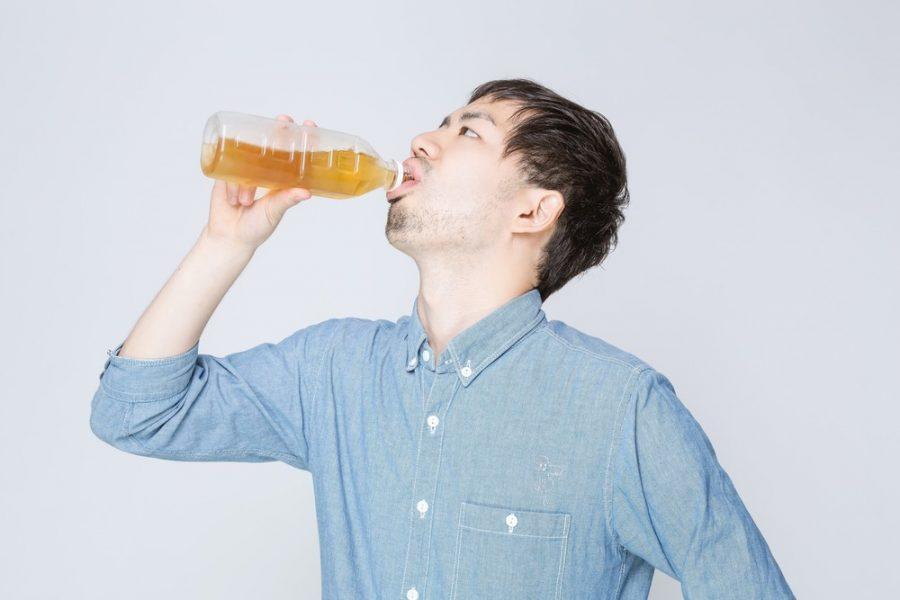 水分を補給する人