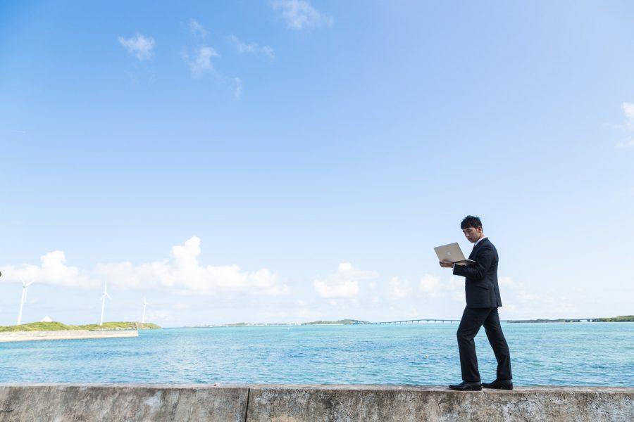 沖縄でパソコン作業